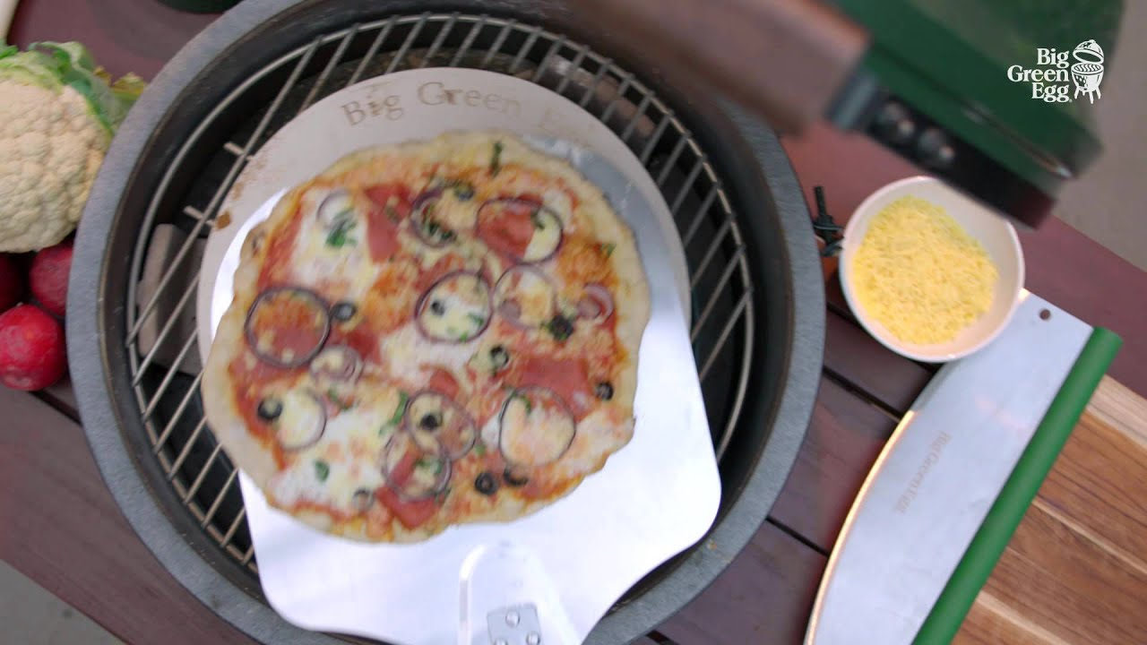 Big Green Egg Instructions - Working with the pizza stone
