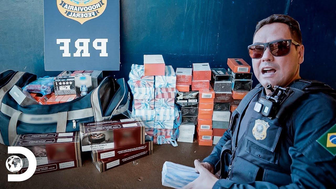 Confisco de mercadorias ilegais em ônibus | Operação Fronteira: América do Sul | Discovery Brasil