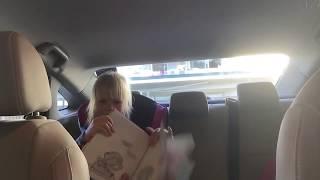 Ева читает ПО-АНГЛИЙСКИ книгу из Школьной Библиотеки | Eva from America