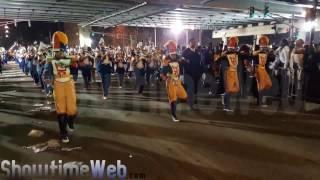 landry walker high marching band under the bridge 2017 muses mardi gras parade