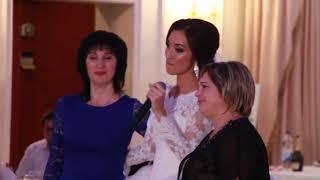 Невеста красиво спела маме на свадьбе