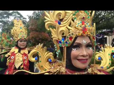 mandalika-fashion-carnaval---pesona-bau-nyale-2018