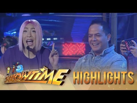 It's Showtime PUROKatatawanan: Direk Bobet watches Vice Ganda as he jokes