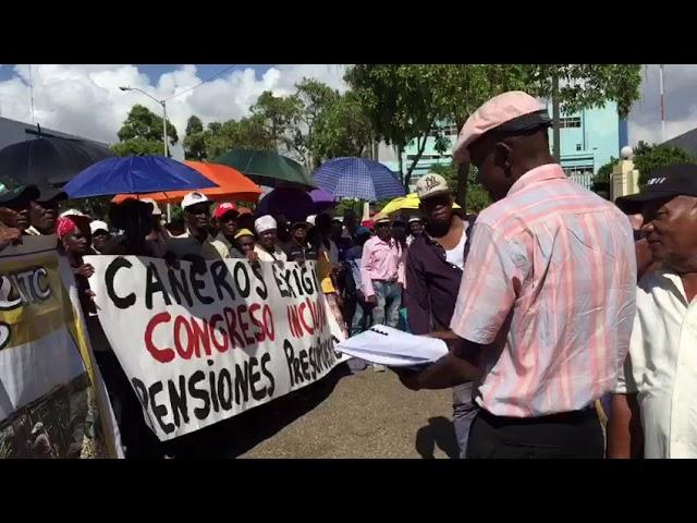 Cañeros vuelven al Congreso para reclamar pensiones; sostienen encuentro comisión CD