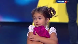 Amazing baby! 4-year-old Bella from Moscow easily speaks 7 languages thumbnail