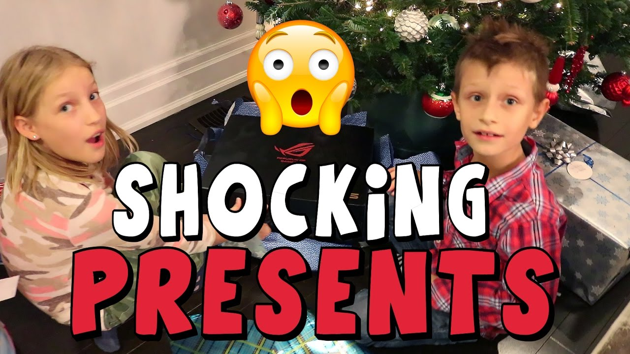 b2dfe4c781 Opening Christmas PRESENTS!!!!! - YouTube