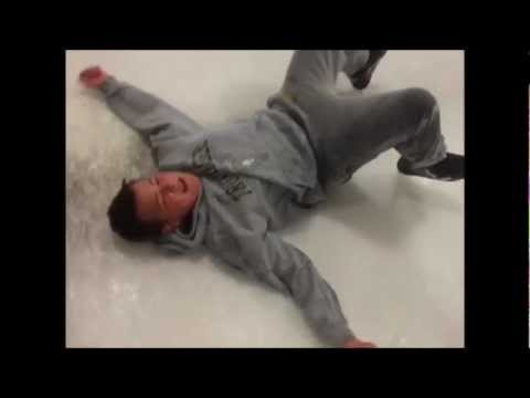 My Friend FAILS at First Time Ice Skating. [EXTREMELY FUNNY]