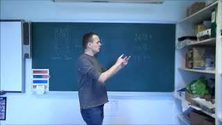 Rasmus forklarer division med rest