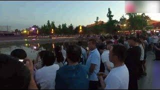 投资达5亿的大雁塔音乐喷泉,被观看的人群吓到,太震撼了