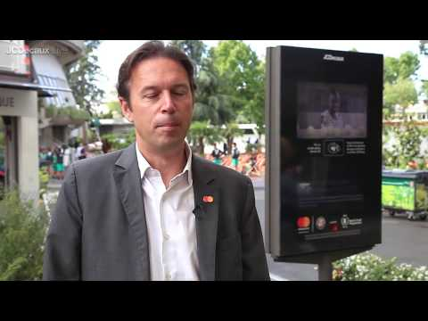 MasterCard contactless payment digital screen for donation during Roland Garros | JCDecaux France