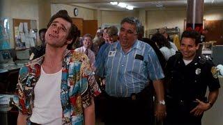 Баттл с копом и говорящая задница — Эйс Вентура: Розыск домашних животных (1994) сцена 2/10 HD