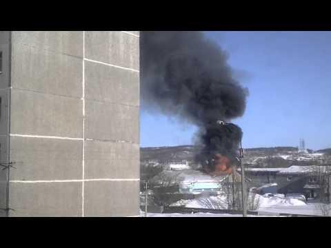 Пожар в автосервисе на книповича (Мурманск)