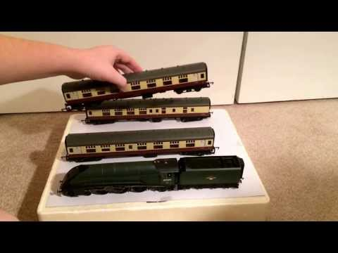 Opening the 'Heart of Midlothian' train pack from Hornby