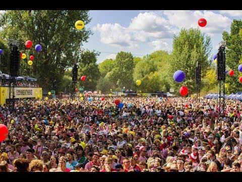 Jeck Im Sunnesching 2018 In Köln Kasalla Rocken Die Bühne Beim