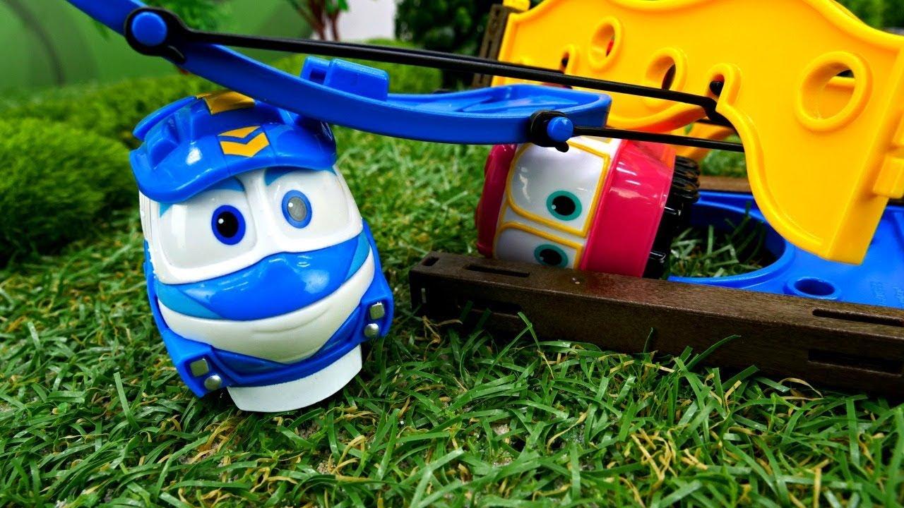 Видео для детей. Роботы поезда: Кей потерял вагончики ...