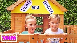 Vlad và Nikita xây dựng một nhà chơi bằng gỗ