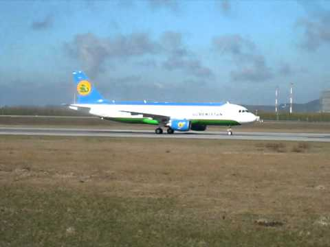 Uzbekistan Airways, Airbus A320-214 rolling at Hamburg Finkenwerder