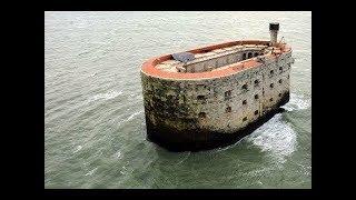 Atlas Okyanusunda Duran Bu Tuhaf Yapının Dahada Garip Bir Geçmişi Var