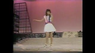 芳本美代子さんのデビュー2曲めです。彼女は歌が抜群にうまくてアイドル...