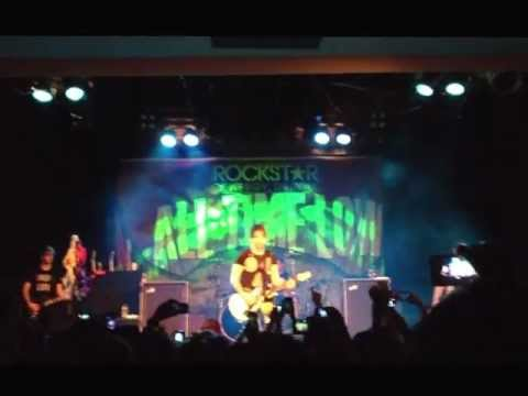 All Time Low - Therapy (Live in Sydney 2013)