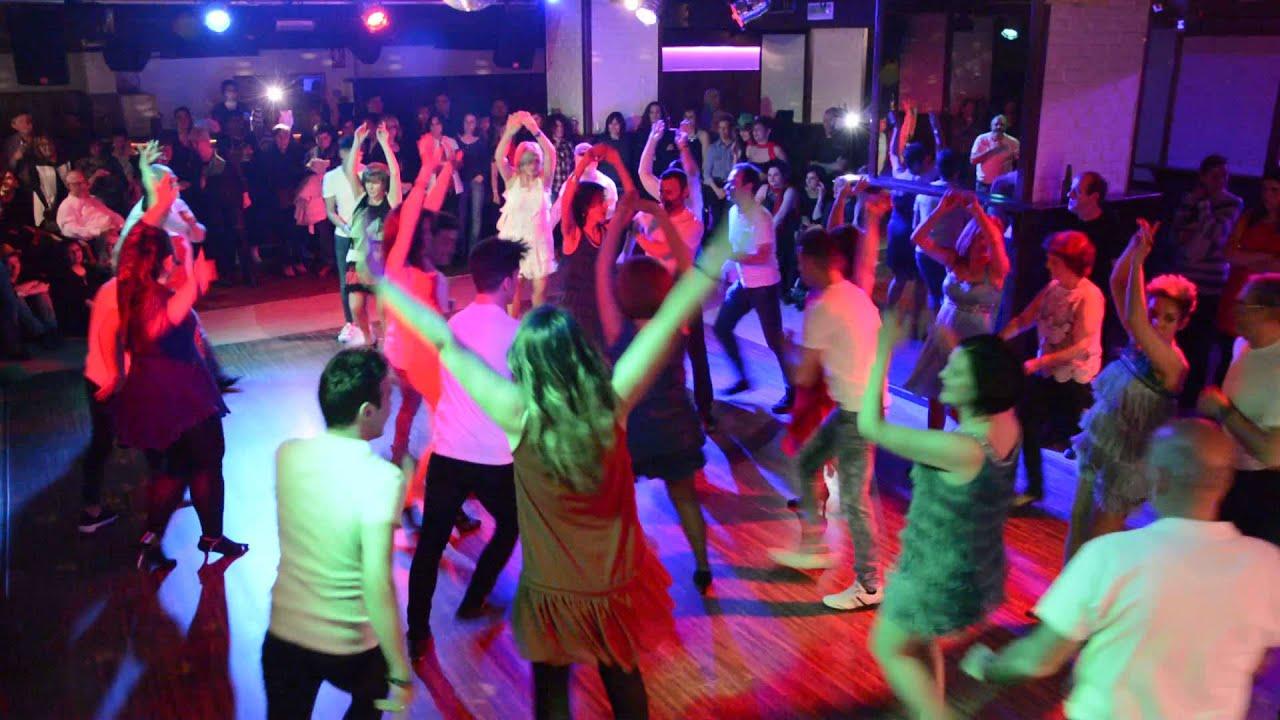 fiesta escolta baile