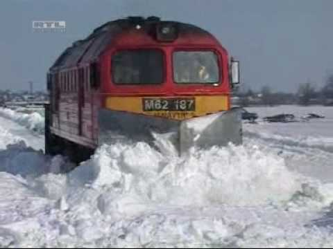 Thumbnail: train stuck in snow