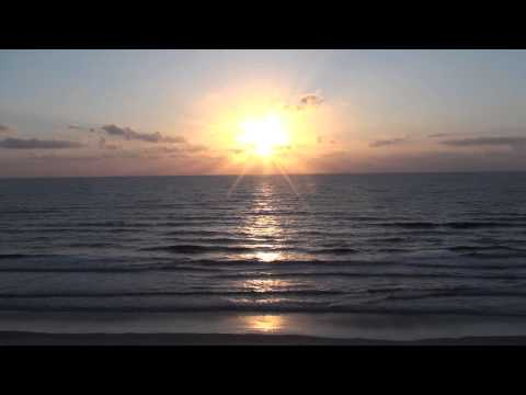 Relaxing Sound of Ocean Waves at Sunrise