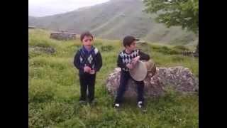 Маленькие Армяне поют, и бьют в барабан: КРАСАВЧИКИ