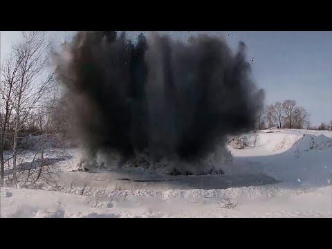 Тротилом по стихии: саперы ЦВО взорвали лед на Алтае