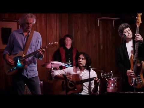 Tocamos Más live at Water Works performing Buena Vista song