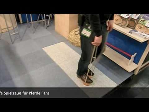 stelzen laufen lernen mit hufeisen stelzen spielzeug f r pferde fans. Black Bedroom Furniture Sets. Home Design Ideas