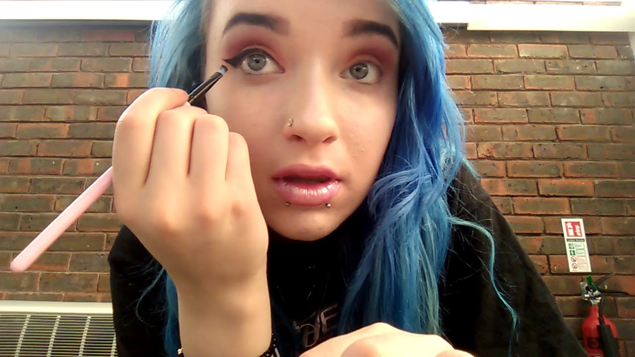 Applying my eyeliner