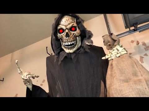 the-collector-animated-prop- -spirit-halloween