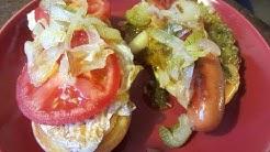 Lauantain kotijuustomaistiaiset sekä hotdoggi iltapalaa