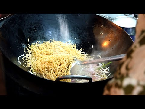 Noodles open in the evening only / Macau street food / 마카오 불맛 오징어 볶음면