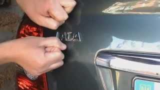 Как убрать шильдик с багажника приоры
