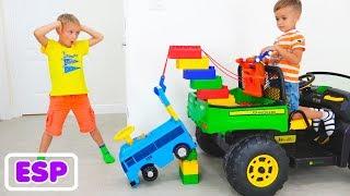 Nikita y Vlad juegan con Toy Tow Truck