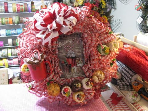 Red And White Christmas Wreath.2019 Red And White Christmas Bakery Wreath