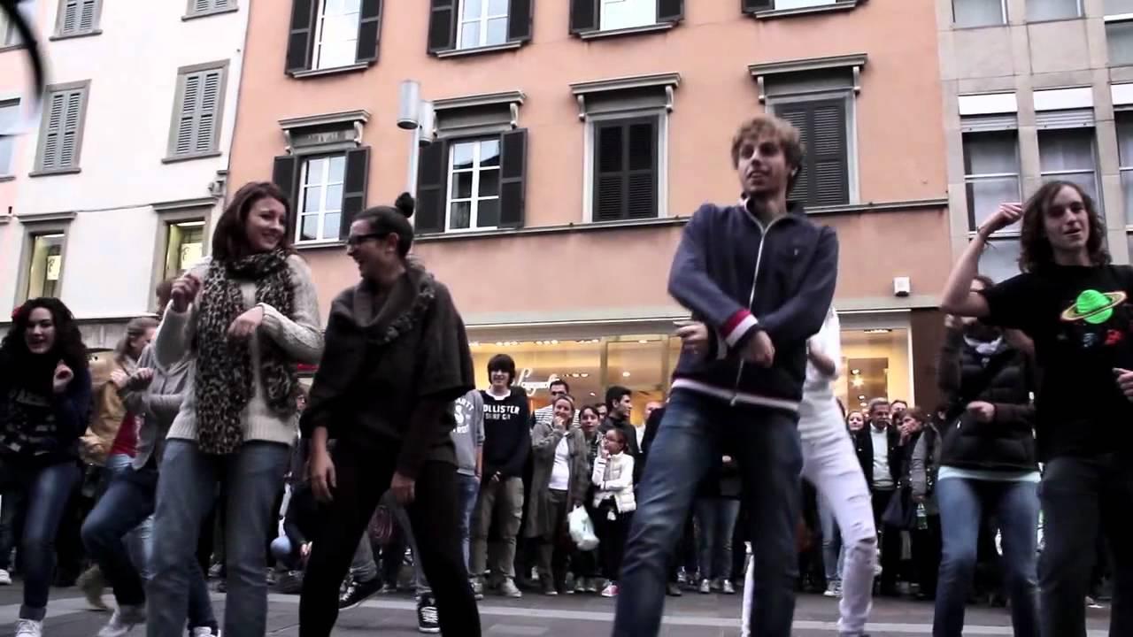 flash mob gangnam style di bundaran hi