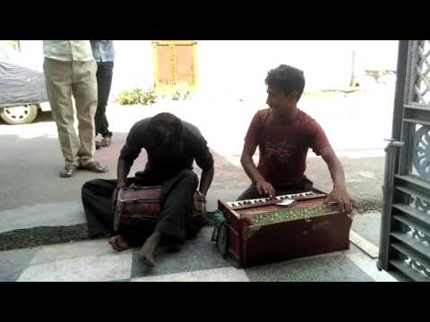 Singing on road side in bareilly Uttar Pradesh | AT DOOR