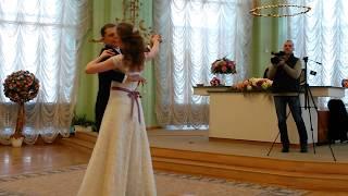 Красивый свадебный танец в ЗАГСе