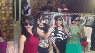 Beautiful Girls Dancing On Kala Chashma Must Watch