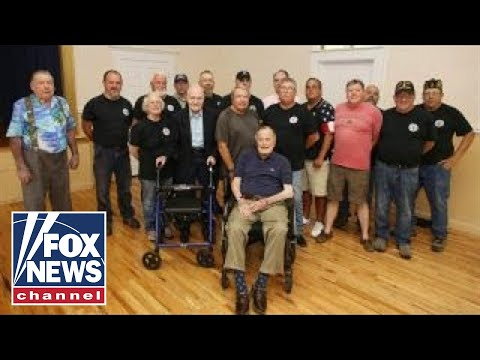 George HW Bush shares pancake breakfast with veterans