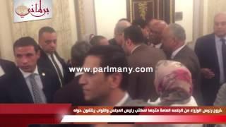 شريف إسماعيل يغادر الجلسة العامة للبرلمان بعد انتهاء كلمته متجها إلى مكتب رئيس المجلس