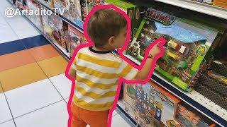 De paseo por la juguetería   Of walk by the toy store