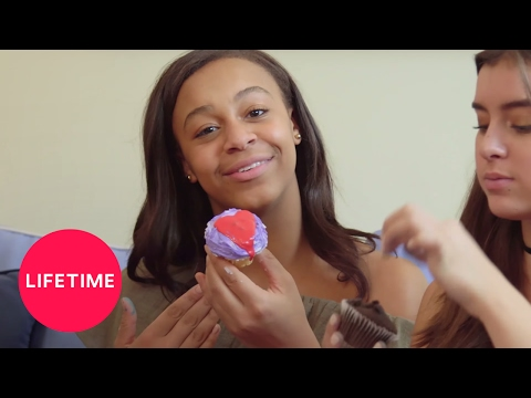 dance-moms:-girls'-day-off---cupcake-decorating-|-lifetime