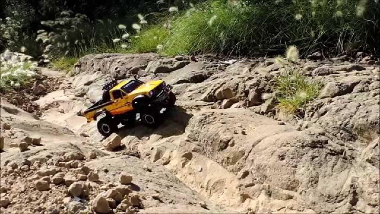 Rc 4x4 Axial Scx10 Toyota Hilux Todo Terreno Youtube