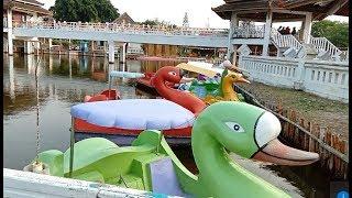 Naik Bebek bebekan Sepeda Bebek Air Di Taman Maerakaca