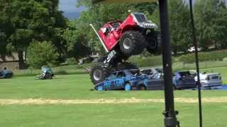 Big Pete Monster Truck Jumps 4 Cars