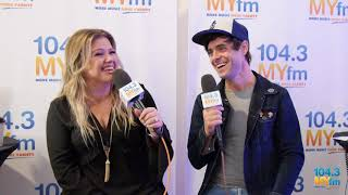 Kelly Clarkson Talks 'The Star,' Misheard Lyrics + More At the 2017 AMAs!